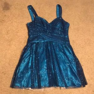 Sparkly blue short prom dress